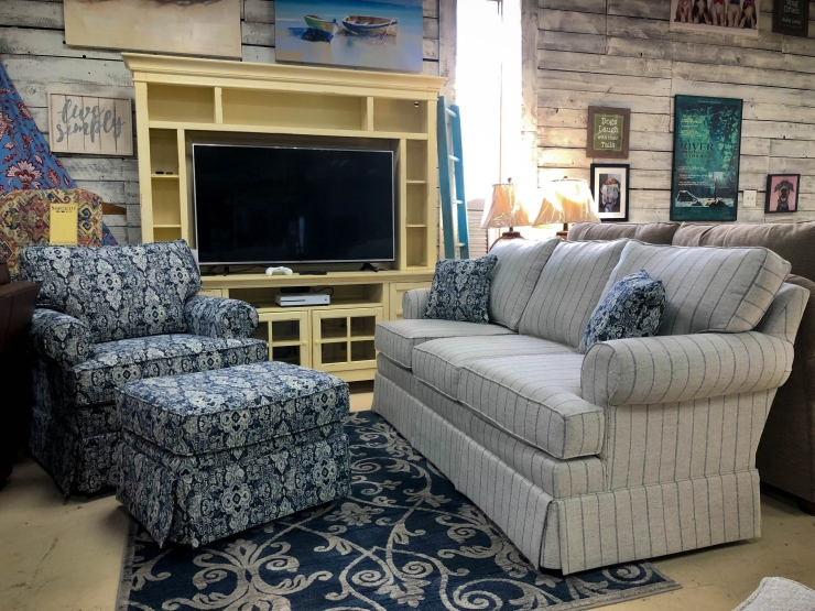 sofa chair ottoman entertainment center pat cosletts simplicity furniture evansville